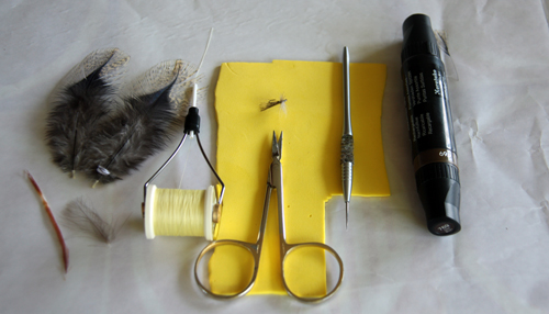 Materiales utilizados: -Anzuelo del nº 16 tienco TMC100. Se puede montar en 16, 14 ó 18. -El foan utilizado es amarillo. El montaje puede hacerse en otros colores; así, el marrón para principio de temporada.