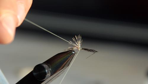 Montaje de mosca ahogada para trucha y reo